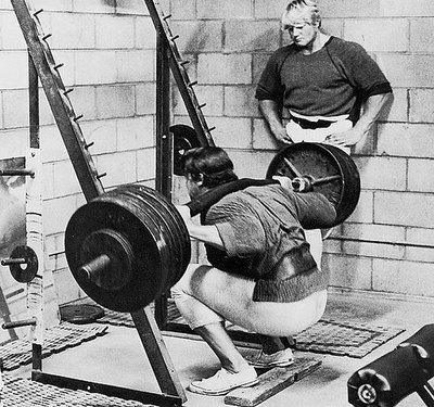 arnold schwarzenegger workout pictures. Arnie Squatting